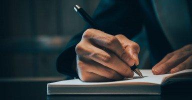 تفسير رؤية الكتابة في المنام ومعنى حلم الكتابة