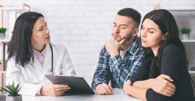 أسباب العقم وعلاجه (تشخيص العقم عند الرجال والنساء)