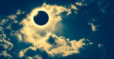 رؤية كسوف الشمس في المنام ورمز الكسوف في الحلم