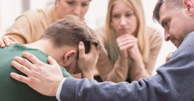 كيفية التعامل مع المدمن ومساعدة المدمن على العلاج