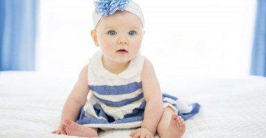 نوم الطفل في الشهر السادس وجلوس الرضيع عمر 6 شهور