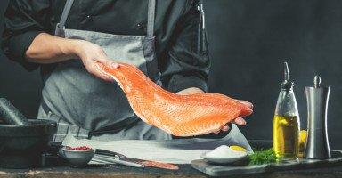 فوائد سمك السلمون وأضراره والقيمة الغذائية للسلمون