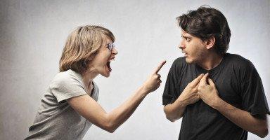 اتهام الزوجة لزوجها بالخيانة وأثر الاتهام الباطل