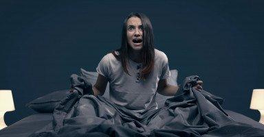 أسباب الصراخ أثناء النوم وعلاج الهلع الليلي