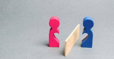 نفور الزوجة من زوجها بعد الخيانة ونصائح تصحيح العلاقة