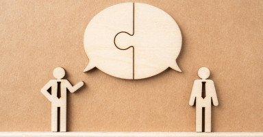 مهارات الحوار والتواصل وقواعد إدارة النقاش