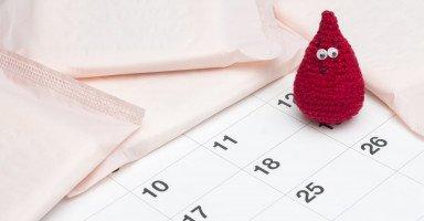 سبب نزول كتل دم مع الدورة الشهرية وهل هو خطير