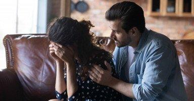 اعتذار الزوج من زوجته وأفضل طرق مصالحة الزوجة