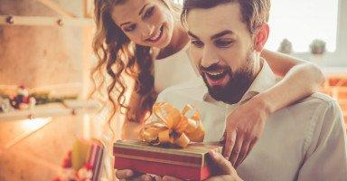 أفكار هدايا للزوج ونصائح شراء هدية مناسبة للزوج