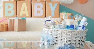 عادات استقبال المولود الجديد في البلاد العربية