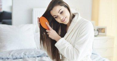أفضل 5 ماسكات طبيعية لتنعيم الشعر قبل النوم