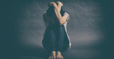 قلق الموت: الأسباب والأعراض والعلاج