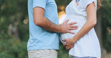 دور الزوج في الشهر التاسع من الحمل وحاجة الحامل لزوجها