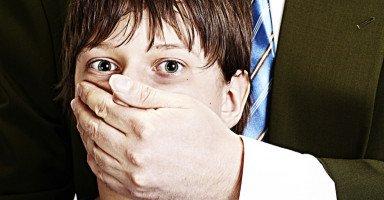 علامات التحرش بالأطفال وأثر التحرش الجنسي على الطفل