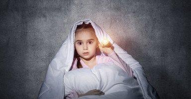 أسباب خوف الأطفال من الظلام وعلاج مشكلة خوف الطفل من العتمة