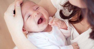 أسباب عصبية الرضيع أثناء الرضاعة الطبيعية (بكاء الرضيع)