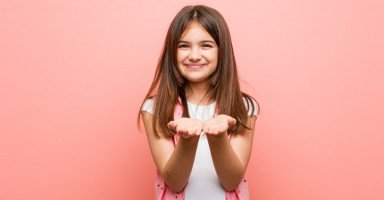 تعليم الطفل احترام الآخرين وغرس قيمة الاحترام