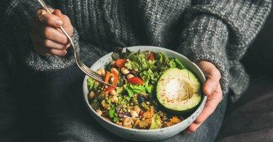 فوائد النظام الغذائي النباتي للصحة والبشرة