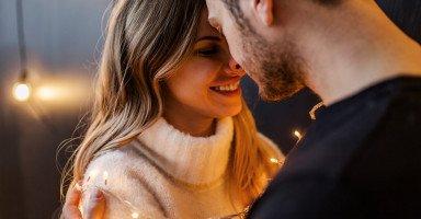 أفضل وضعيات إمتاع الزوج في العلاقة الحميمة