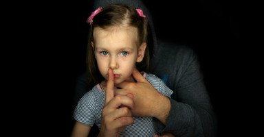 توعية الأطفال ضد التحرش الجنسي والاغتصاب وعلاج الأطفال المُغتَصبين