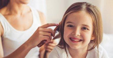 أفضل الزيوت لشعر الأطفال واختيار زيت الشعر للطفل