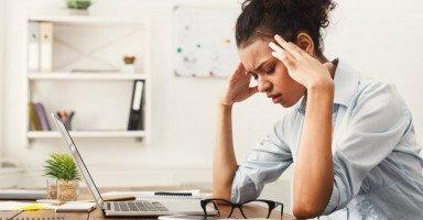 علاج الصداع بالأعشاب والزيوت وتخفيف ألم الرأس بسرعة