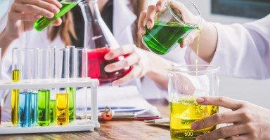 مستقبل دراسة تخصص الكيمياء ومجالات العمل