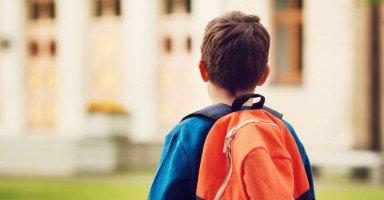 نصائح تغيير مدرسة الطفل وتأثير نقل الطفل من مدرسته