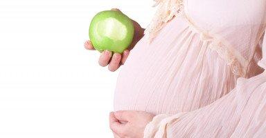 أهم فوائد التفاح للحامل والجنين وأضراره
