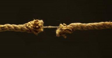 فقدان الثقة بين الزوجين وطرق إعادة بناء الثقة