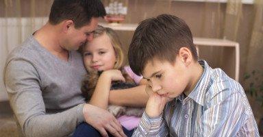 الغيرة عند الطفل وأساليب التعامل معها