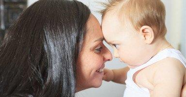أسباب تجنب التواصل البصري عند الطفل وتمارين التواصل البصري