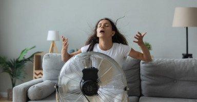 طرق تبريد الجسم وخفض حرارة المنزل بدون تكييف