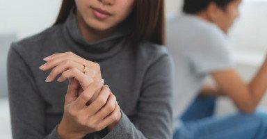 كيف أمنع زوجي من الطلاق وأقنعه بالعودة عن الانفصال؟