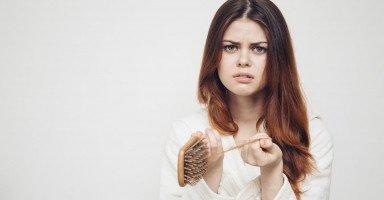 علاج تساقط الشعر بالأعشاب والزيوت والعلاج الطبي