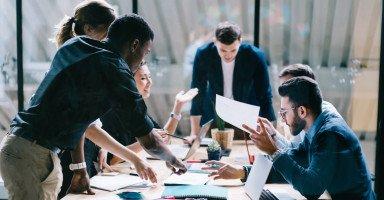 أنواع الموظفين في بيئة العمل وكيفية التعامل معهم