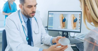 أنواع عمليات تجميل الثدي للتكبير والتصغير والرفع