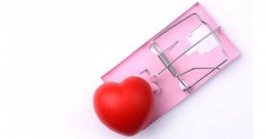 علامات علاقات الحب السامة وأضرارها