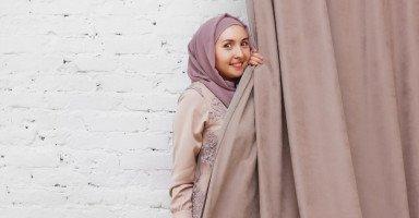 كيف أكون جميلة بالحجاب وبدون مكياج؟