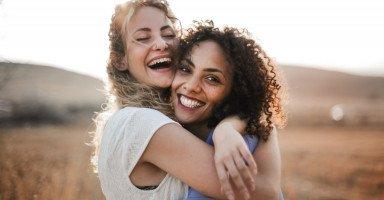التعلق الزائد بالصديق والتبعية بين الأصدقاء
