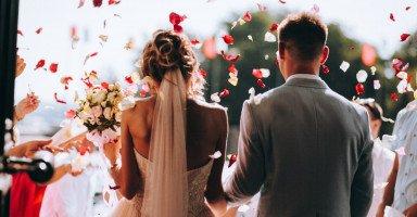 أفكار تهنئة الزواج ونصائح عند تهنئة العروسين