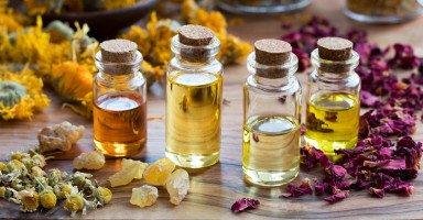 أنواع الزيوت العطرية واستخداماتها للشعر وللبشرة