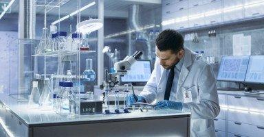 دراسة تخصص الطب المخبري ومن هو طبيب المختبر