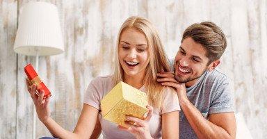 اختيار أفضل هدية للزوجة وقواعد شراء هدية للزوجة