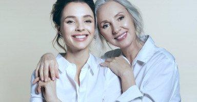 تفسير رؤية الخالة في المنام للعزباء وللمتزوجة