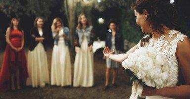 """تأخر الزواج والغيرة من العروس """"أرقص في أعراس من هم أصغر مني وأتحسر!"""""""