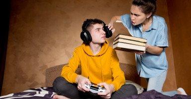 أزمة الهوية في مرحلة المراهقة وتشكل هوية المراهق