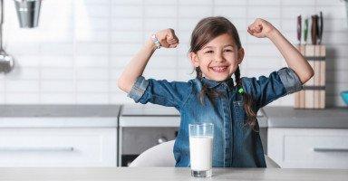 فوائد الحليب للأطفال وأضرار كثرة شرب اللبن