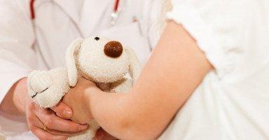 علاج الخوف عند الأطفال والتعامل مع الطفل الخواف
