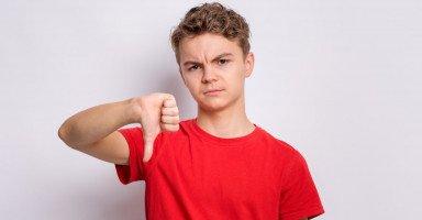 العوامل المؤثرة بالسلوك المنحرف عند المراهقين
